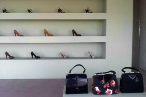 Those shoes and handbags are SO 2005. Photo by geocacher thenkengrene