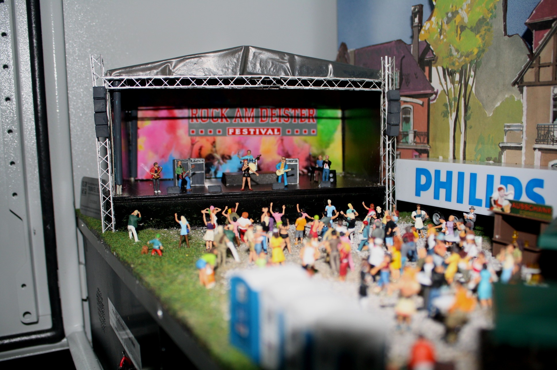 Enjoy a nice concert after you earn your smiley. Photo courtesy of Geoheimnisträger