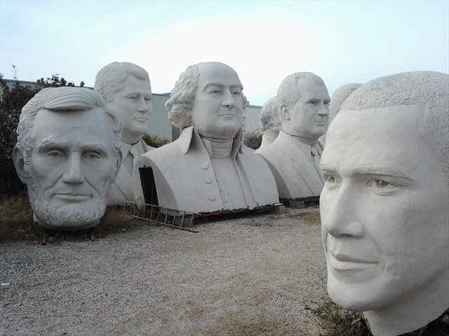 "Just ""head"" over to this cache to meet these folks. Photo by geocacher ArdentEnthusiast"