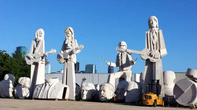 Watch out for the giant Beatles! Photo by geocacher Drew136