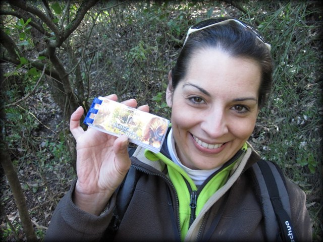 A lucky geocacher with the logbook. Photo by geocacher Lusitana Paixão