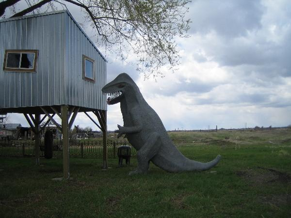Meet the alien, but watch out for nearby dinosaurs. Photo by geocacher followingamelia