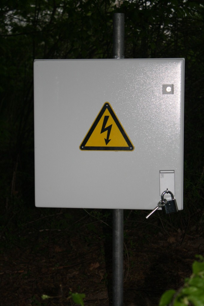 To the untrained eye, the geocache is just another random electrical box. Photo courtesy of Geoheimnisträger.