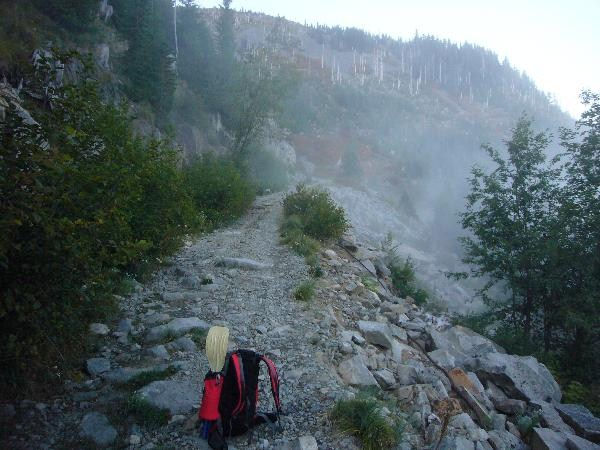 Hiking up to the lake. Photo by geocacher Boonie-Medic