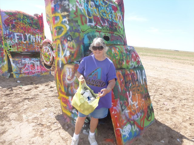 Geocacher Lookin'Good  doing her part to CITO and keep the area clean. Good job!
