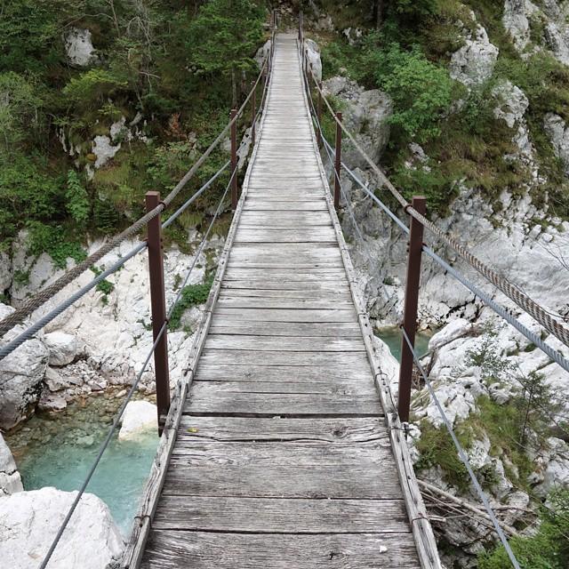 GC1D7NJ: Would you cross this bridge for a geocache?