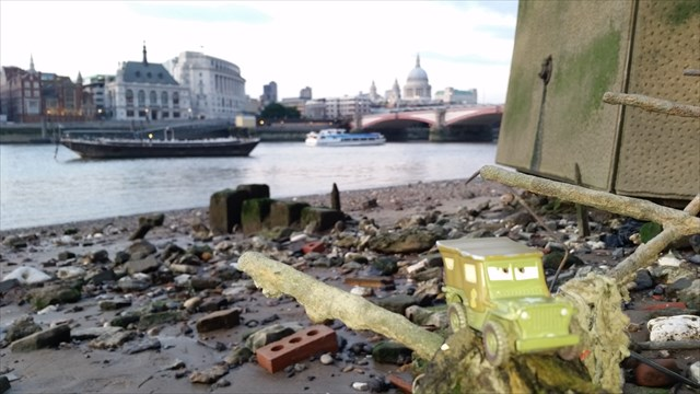 London Low Tide Truck TB