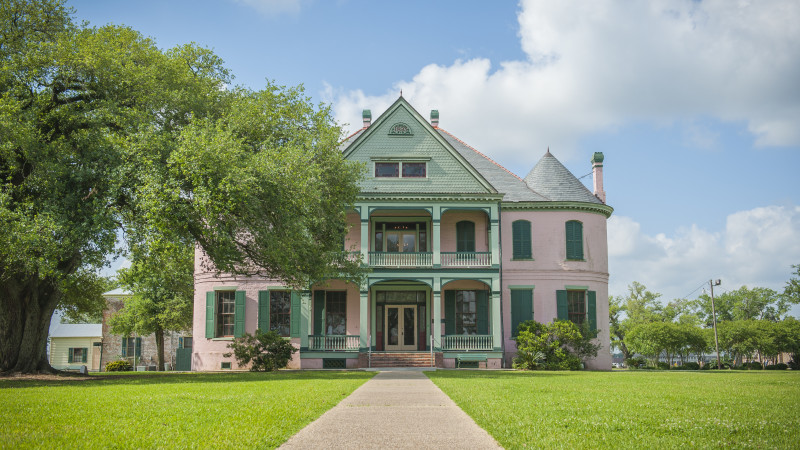 The Houma area is steeped in history, including this antebellum sugar plantation. GC5HFAD will take you here.