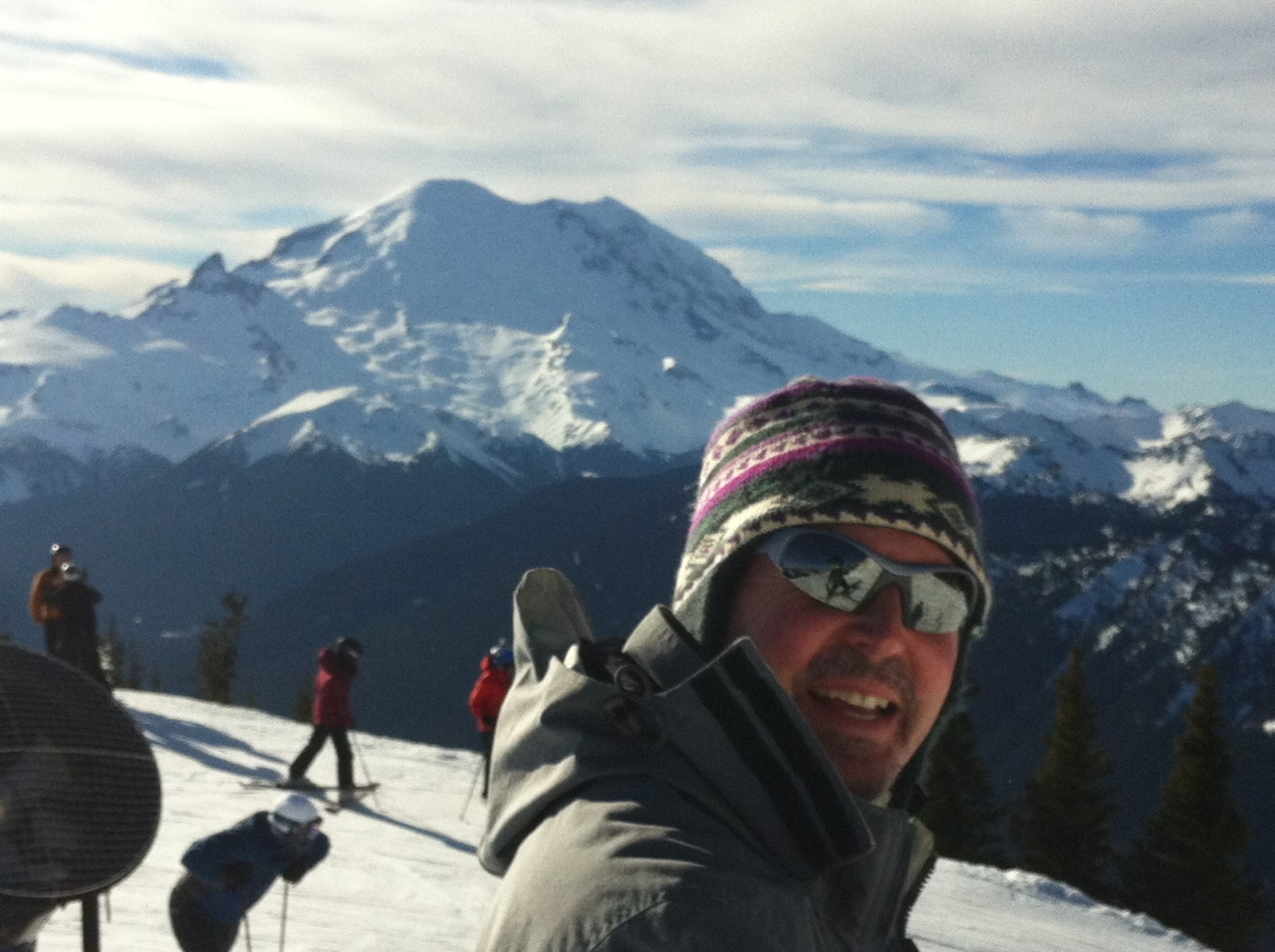 Tom skiing