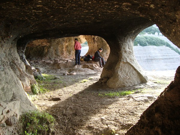 Sescorts caves.