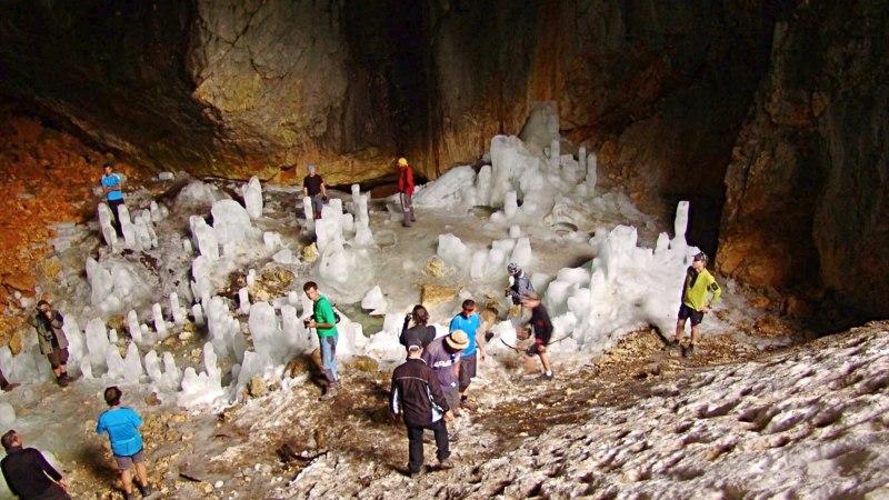 Ledena pecina / Ice cave